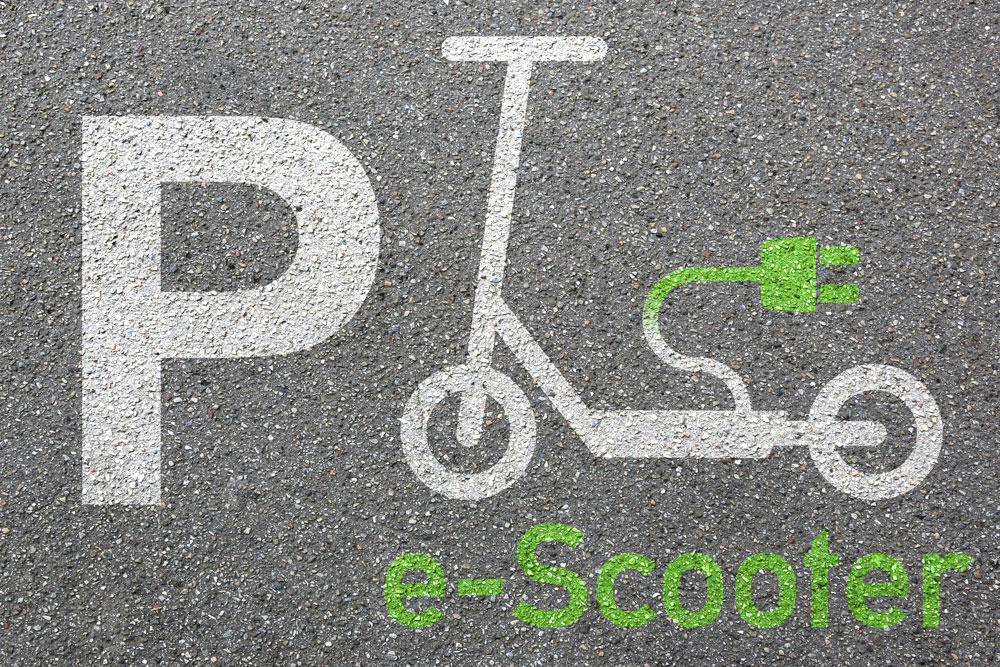 Beispiel eines gekennzeichneten Parkplatzes für E-Tretroller